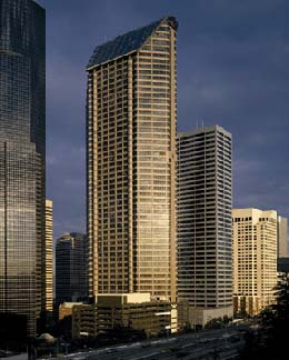 Seattle_Seattle-Municipal-Tower-GatewayTower-1989-Bassetti